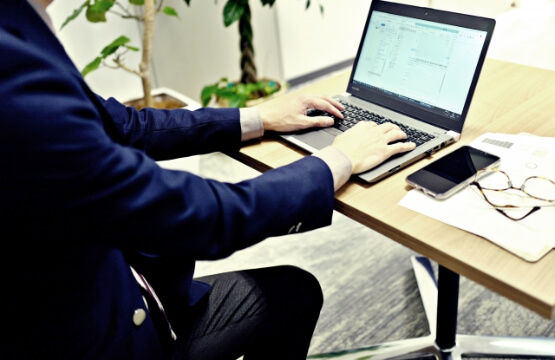 コスト削減のため営業を電子化する